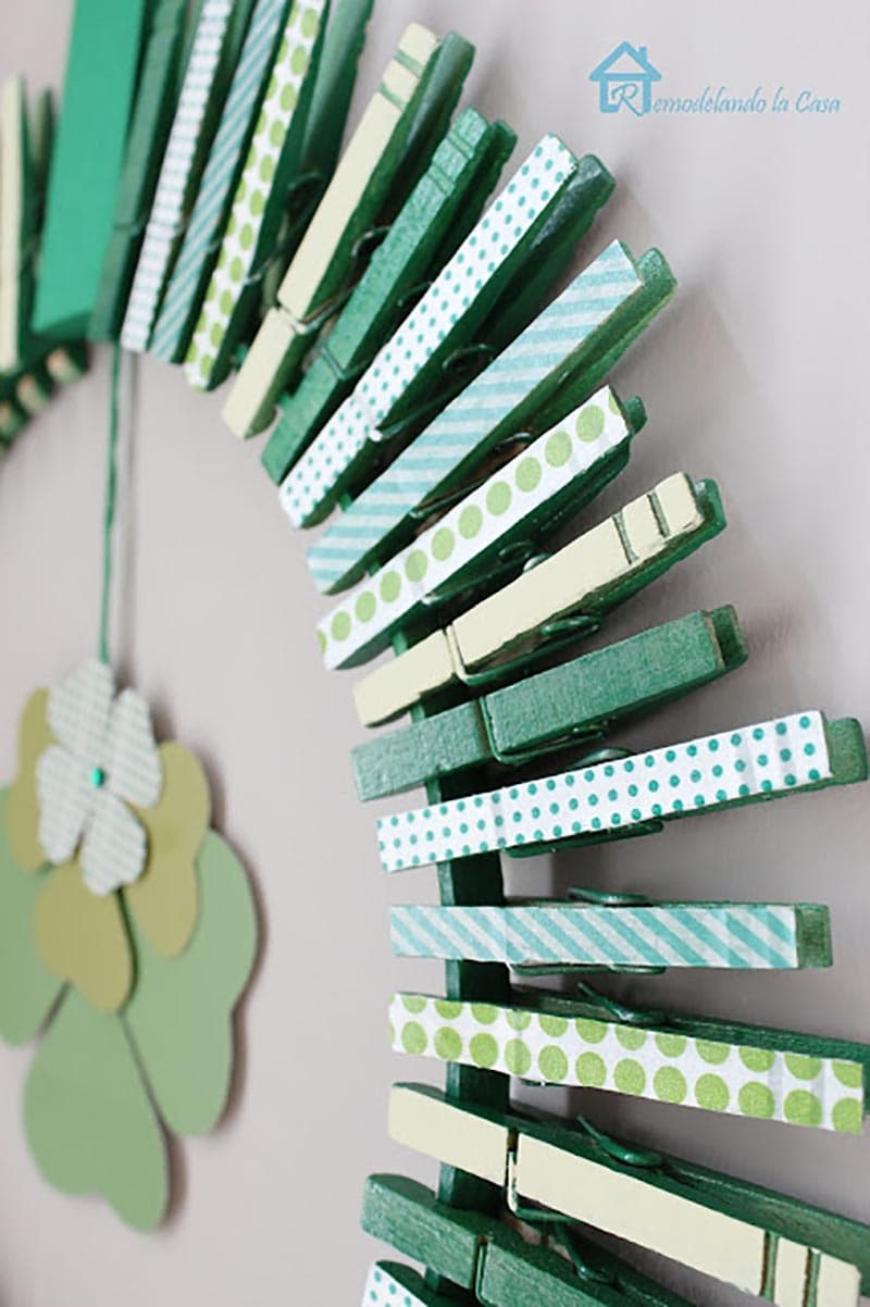 These DIY St. Patrick's Day Wreaths will Bring Good Luck to All that walk through the door while one of these beauties is greeting them.