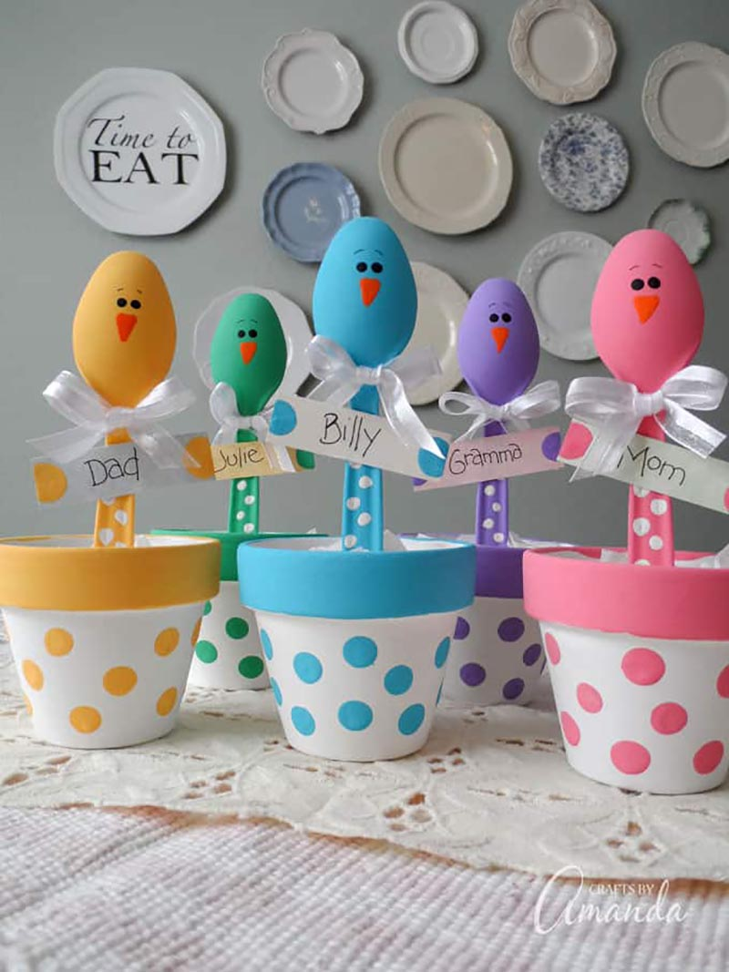 These Top Spring and Easter Dollar Store Hacks are so very easy to make and totally budget friendly.