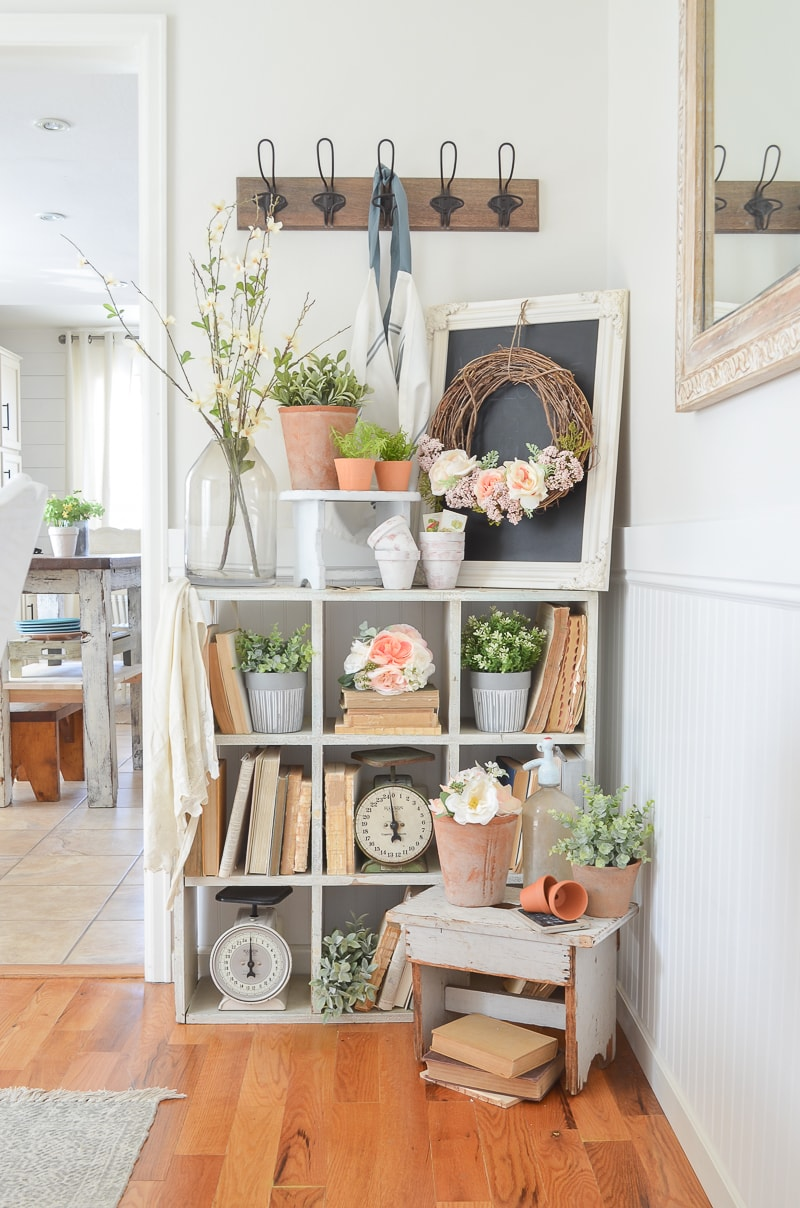 These Quick and Easy Tips For Styling Bookshelves will give you a ton of inspiration and ideas to give your very own Bookshelves a brand new look!