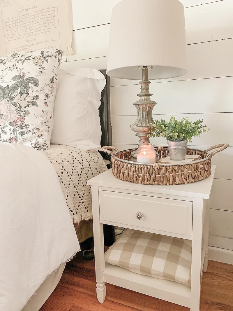 These Sizzling Summer Farmhouse Decor Ideas will bring a fresh warm breeze to your space. From Mantels to Vignettes… something for everyone.