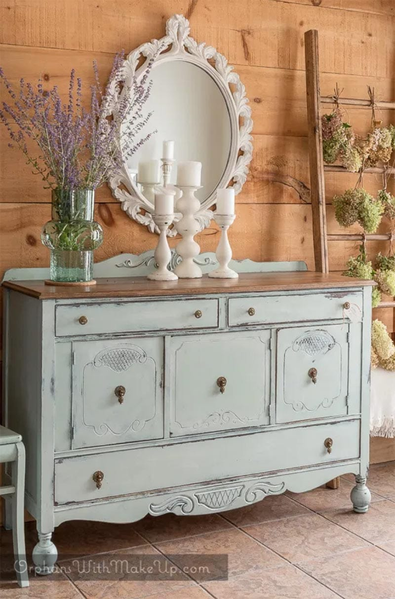 Come and see how easy it is to add sweet little Cottage Farmhouse Touches to your Farmhouse Home Decor.