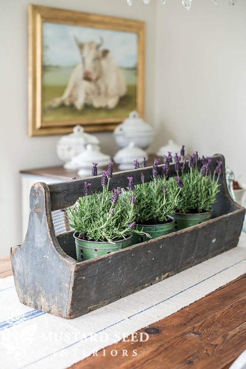 Come and explore some quick and easy ways to get Farmhouse Style at The Flea Market.  All different ideas and suggestion to a that Fixer Upper Look!