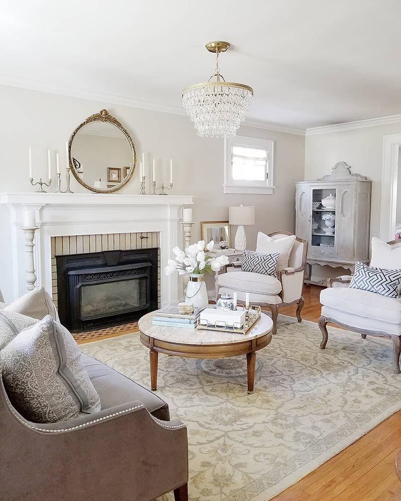 Come and see how easy it is to add French Farmhouse Touches to your Farmhouse Home Decor.