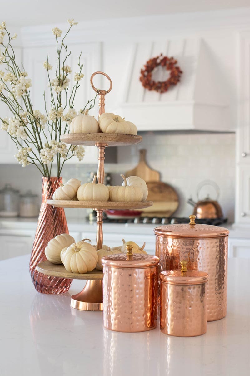 Looking to add a little bit of Fall to your Farmhouse Decor?  Well how about trying one or two of these 10 Minute Fall Farmhouse Decorating Ideas!