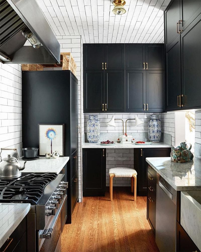 These Beautiful Black Kitchens are going to turn your head for sure!  It's a color that has hit the HOT List in Kitchen Designs!