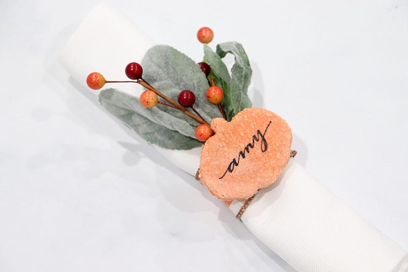 It is time for some Fresh and Trendy DIY Crafts To Make For The Fall! So many inspirational Crafts are waiting for you to choose from. One is perfect to make to celebrate the Season!