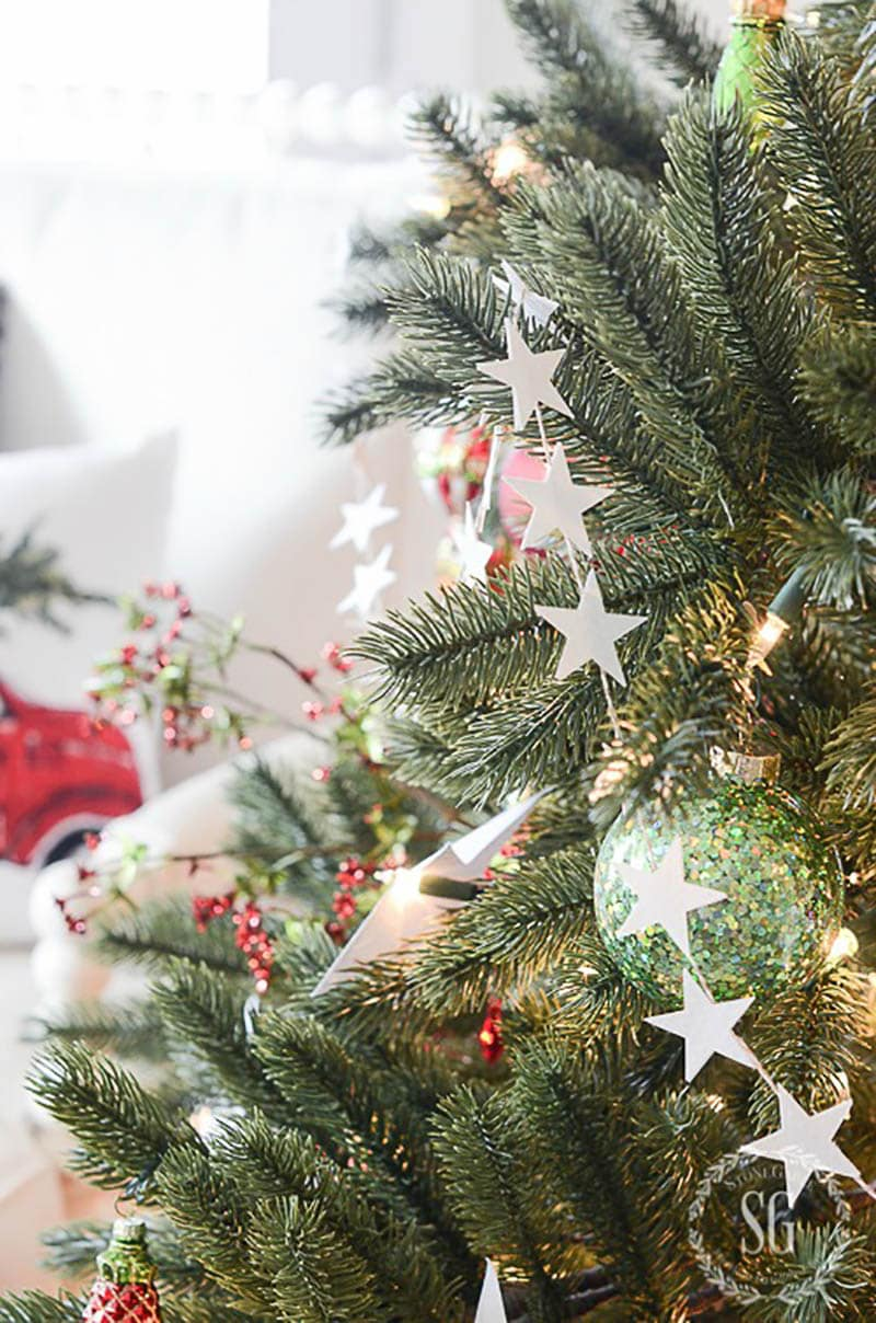 This Collection of The Most Fabulous DIY Farmhouse Christmas Garlands will offer you a plethora of gorgeous strands to make right now!