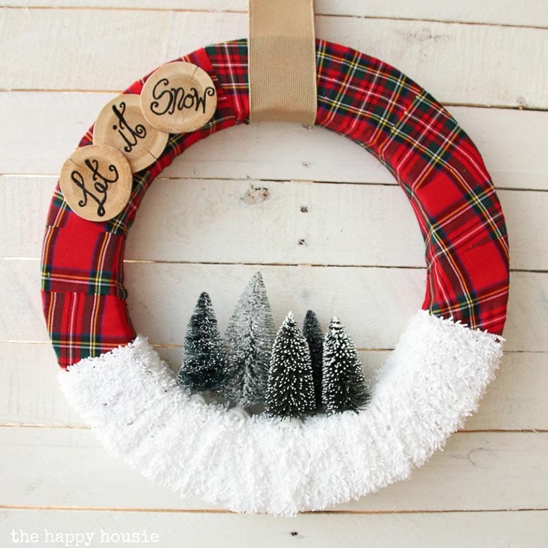 Let's explore this fabulous Collection of Wonderful DIY Farmhouse Christmas Wreaths. Each one is unique, beautiful and has tons of Farmhouse Charm. You might have a problem choosing.