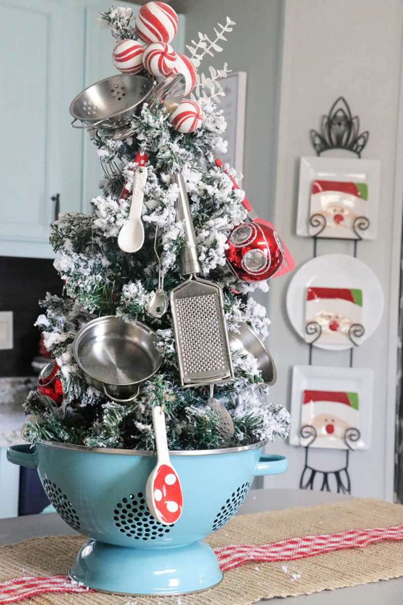 These Fabulous Farmhouse Christmas Kitchen Decorating Ideas will turn your space into a Winter Wonderland and make the whole family's spirits bright!