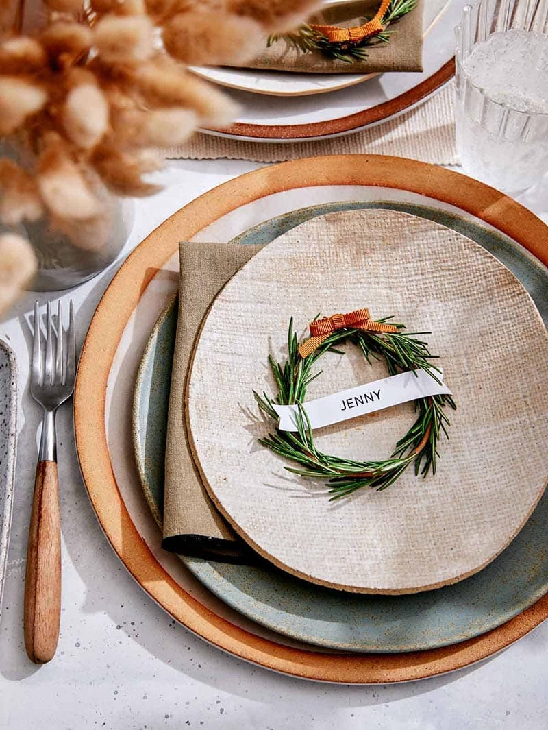 These Lovely Thanksgiving Place Card DIY Projects are all perfect for your Thanksgiving Table. They add a touch of personalization to the space!