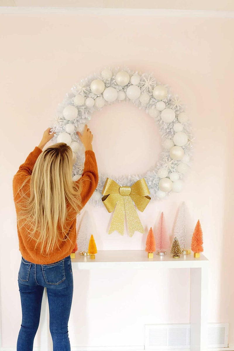 It is time for some Fresh and Trendy DIY Crafts To Make For The Holidays! So many inspirational Holiday Crafts are waiting for you to choose from. One is perfect to make to celebrate the Season!
