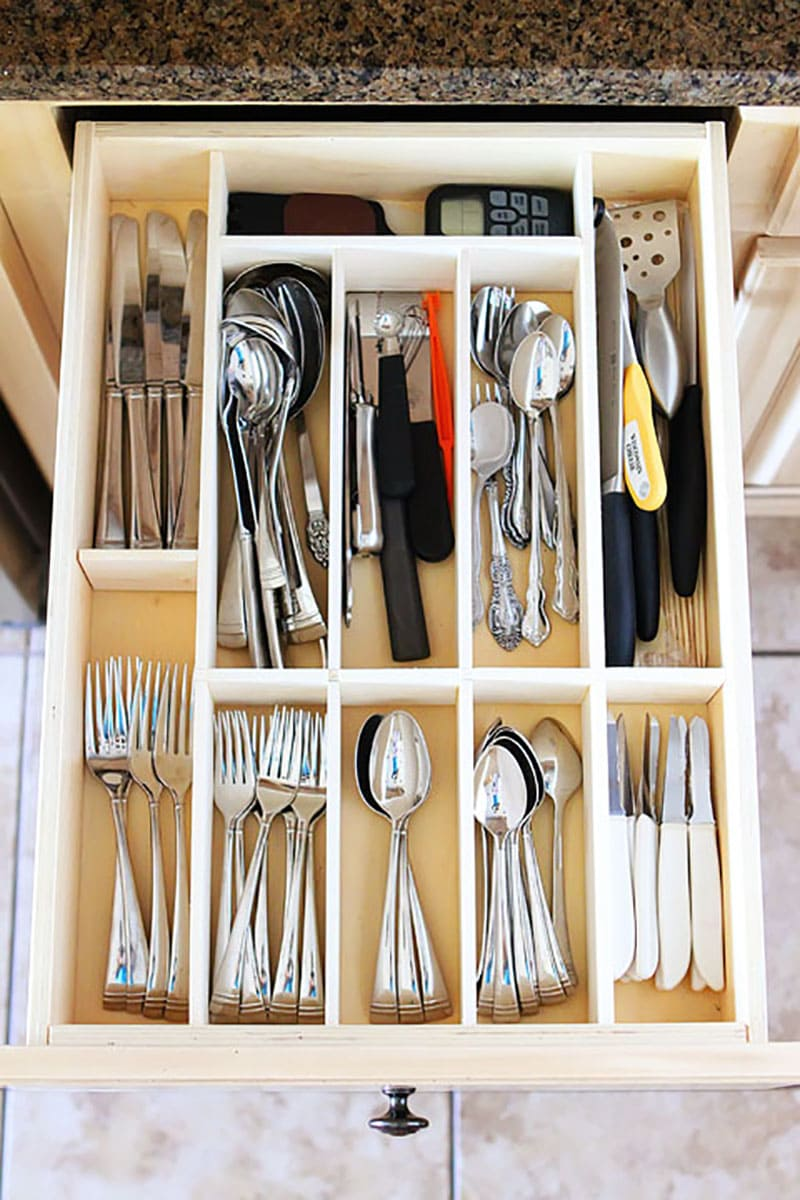 These 12 Creative Kitchen Drawer Organizing Ideas will take you a big step forward to eliminating clutter and making things easier to find!