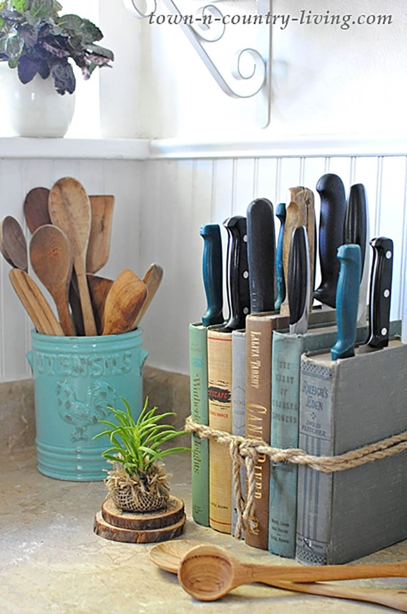 Organize Your Kitchen for the New Year with Farmhouse Style.  These fun DIY Projects will not only look amazing, they will have you organized in a snap!