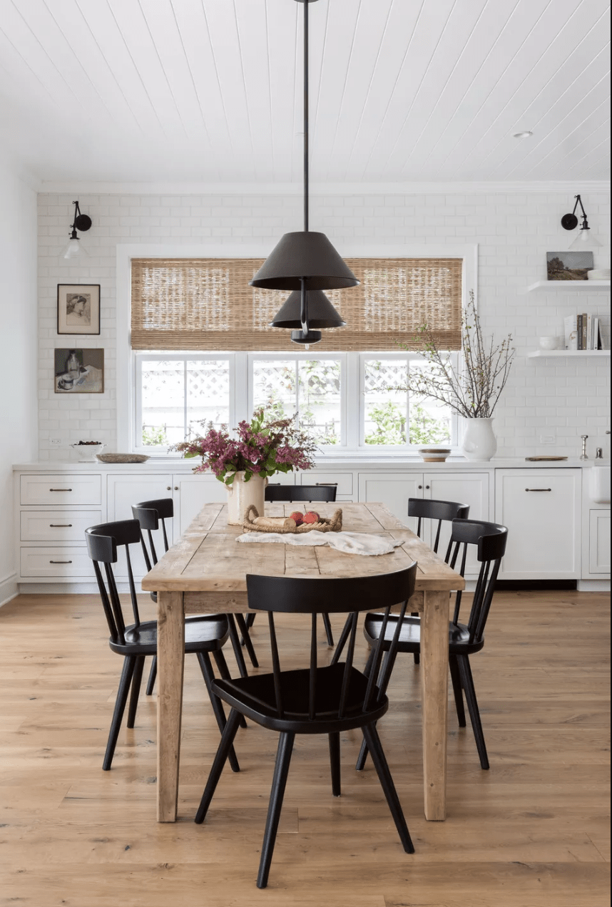 Let's take a little closer look at Classic Farmhouse vs Modern Farmhouse, they are very much alike but with some differences! Which one is your favorite?