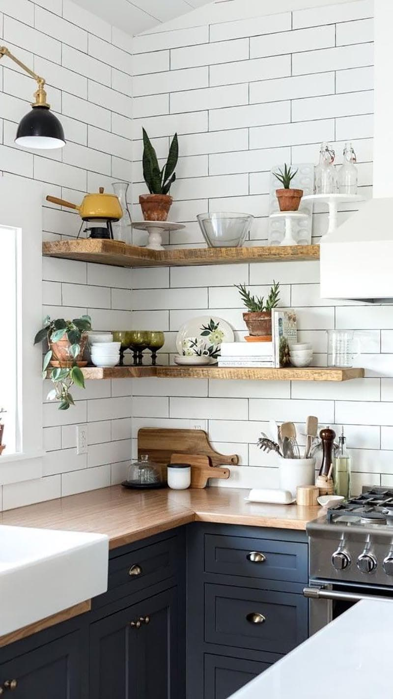 These Budget Friendly Decorating Tips could be just what you need to add that special touch to your home when your budget is tight!