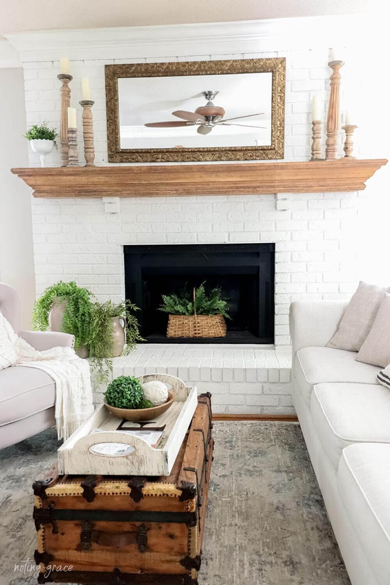 This collection of Fabulous Farmhouse DIY Craft Projects is amazing! All of these DIYS are just waiting for you to create them! With all these spot on tutorials from a ton of top notch Farmhouse Blogs.. it is easy!