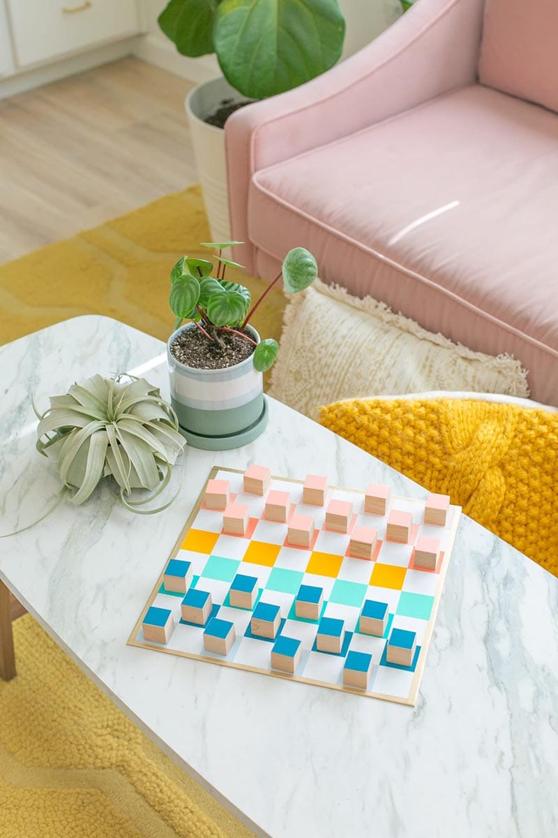 Do you know what it is time for? Fresh and Trendy DIY Crafts To Make This Weekend of course. Tons of inspirational Crafts are waiting for you to choose from. One is perfect to make this weekend!