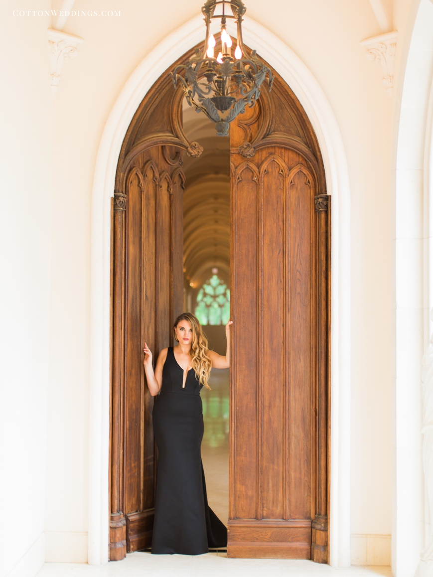 portrait of woman chateau cocomar doors