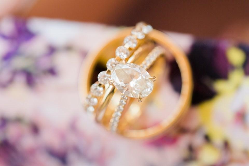 stunning gold wedding ring set