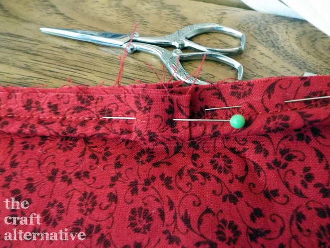 Easy to Make Holiday Pillow Covers_Piping