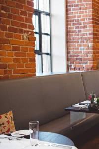Interior-of-Vintage-Restaurant-3