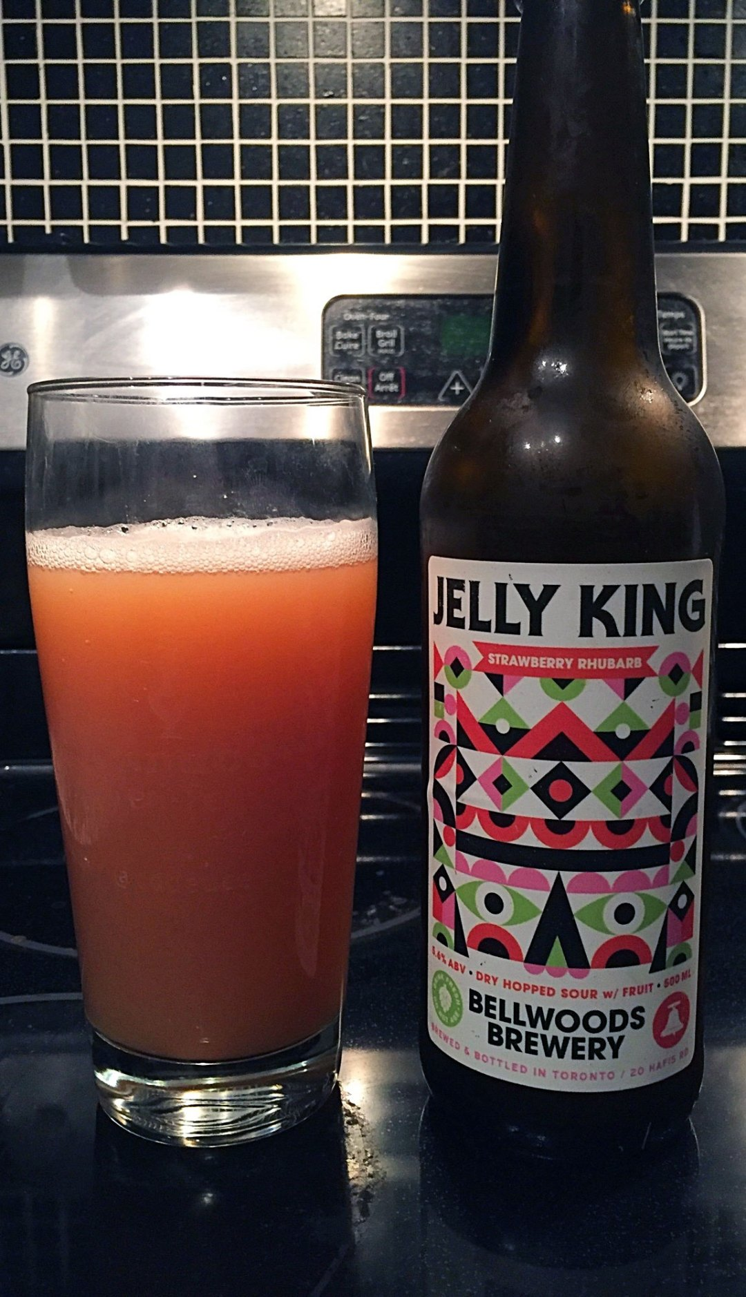 I just happened to be passing by the brewery and noticed they had a new flavour of Jelly King, so I picked one up to give it a try. I was not disappointed. Click through for full craft beer review!