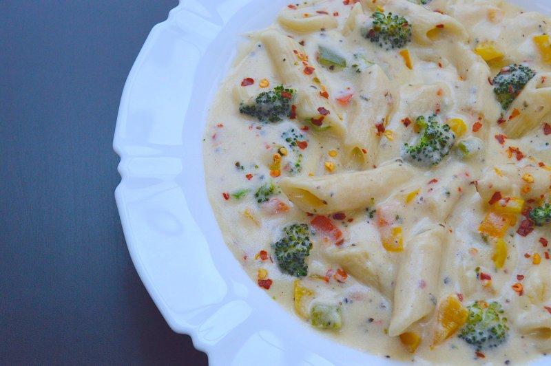 image of white sauce pasta
