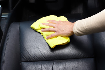 Hochanda Classic Car Care: Leather Cleaning