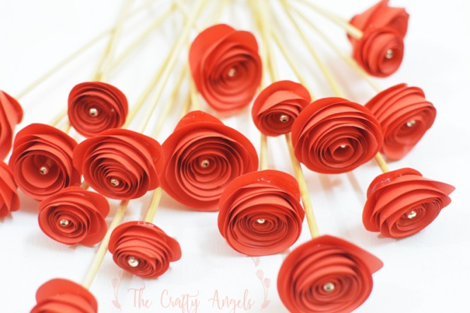 Swirl paper roses tutorial, quilled paper roses tutorial, curled paper roses, how to make paper roses, paper flower tutorial, rose making tutorial, simple paper flower tutorial