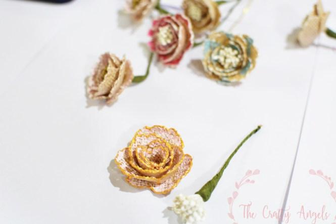 No sew burlap rosette flower making tutorial, burlap ribbon , burlap ideas, burlap craft, burlap decor, burlap flower, burlap roses, burlap rosettes, burlap useful DIY, diy with burlap