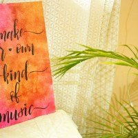 Handlettered Canvas quote - a simple wall decor project