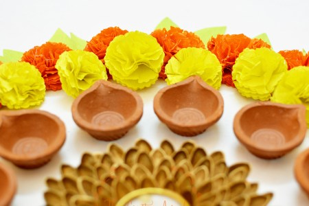 Faux DIY paper marigold flower tutorial for diwali dusshera festive decor, dusshera craft, navrathri craft, navrathri ideas, navrathri decor, diy festive decor, paper flower, diwali craft for kids, kids diwali craft, diwali paper craft