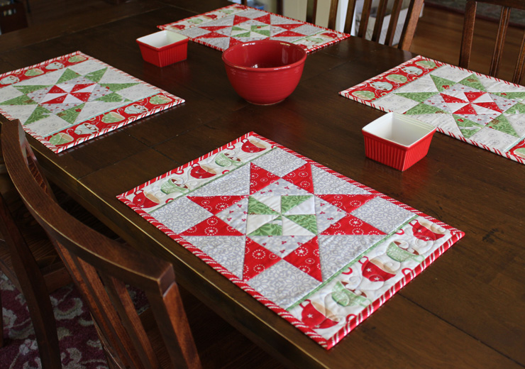 Christmas In August Pinwheel Star Table Runner Placemats And More The Crafty Quilter