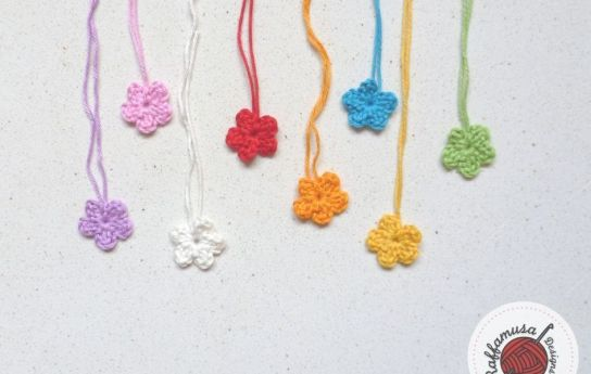 Easy Flower Applique by Raffamusa Designs - part of a Spring Floral crochet pattern round-up by The Crafty Therapist