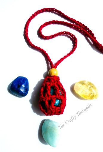 Crystal keeper crochet necklace in red with crystals