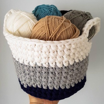 t-shirt yarn basket with yarn in - eco crochet ideas