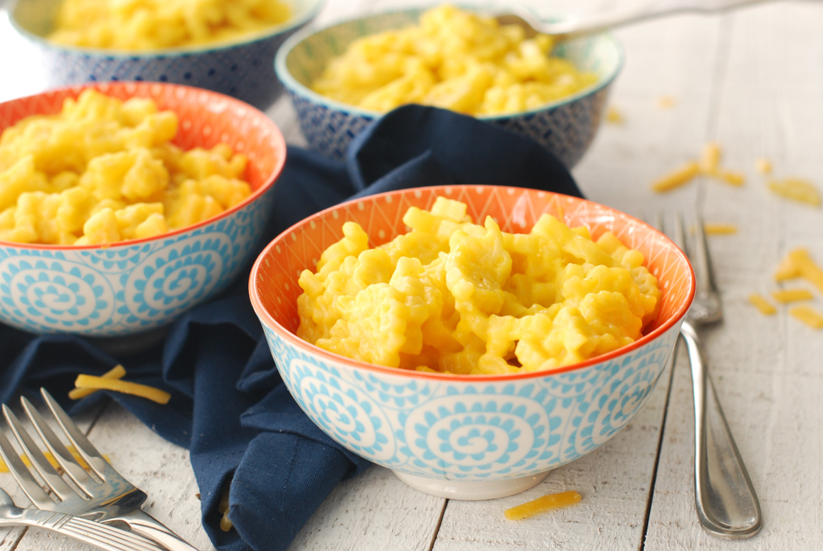 Adorable bowls of homemade, kid-friendly, mac' and cheese.