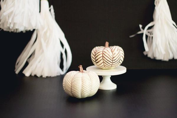 Fantastic DIY Guilded Pumpkins for Fall