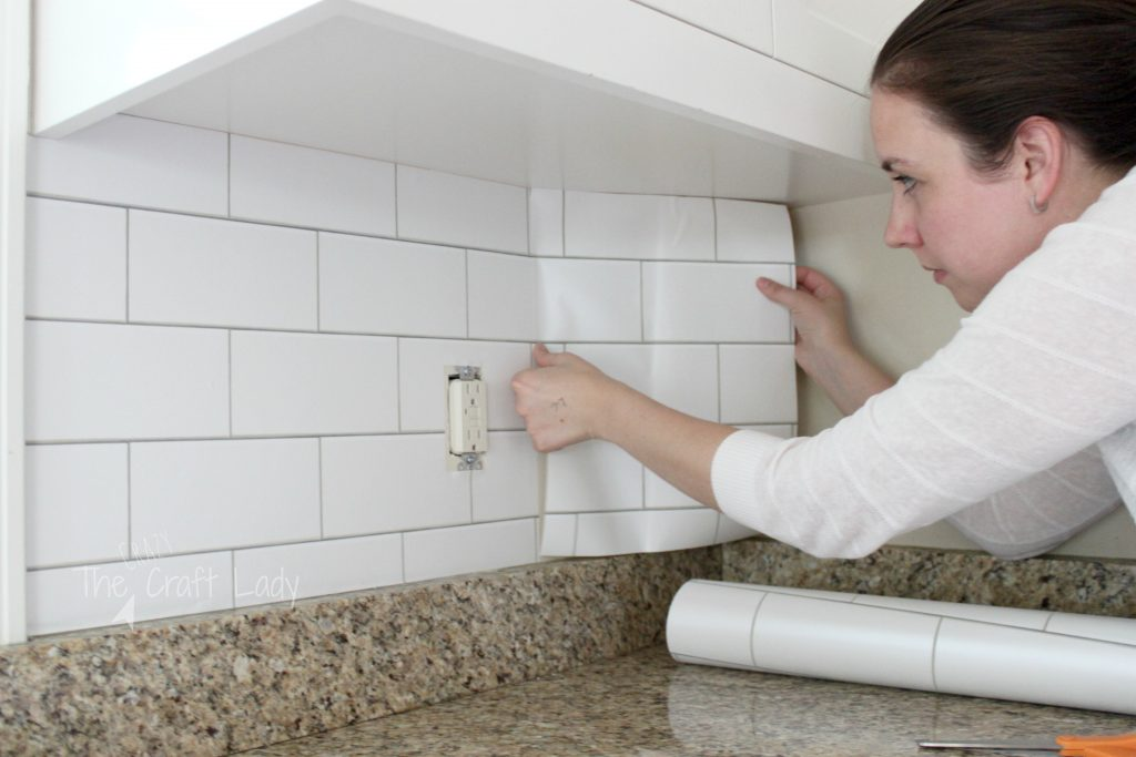 Do you love the look of white subway tile, but can't commit to or afford to retile? Follow this tutorial for making a temporary backsplash with removable wallpaper!