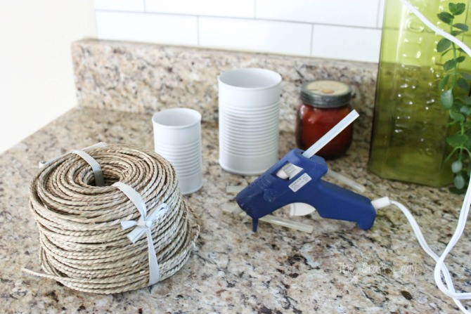 how to make an upcycle tin can craft with spraypaint and rope