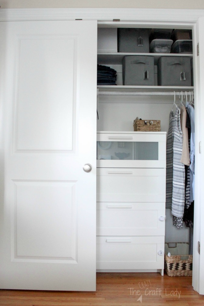 how to organize a small closet
