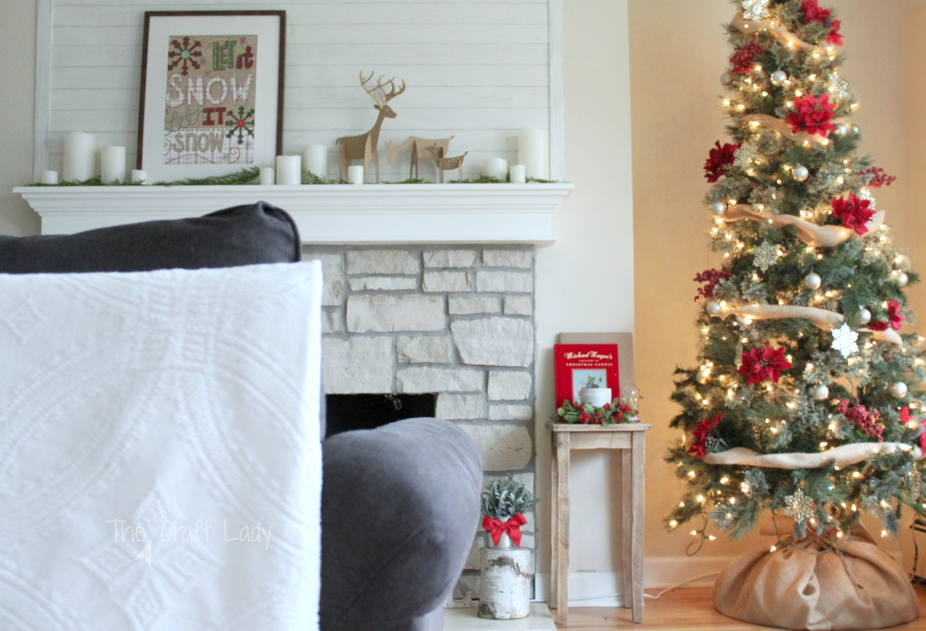 Dollar Store Christmas Decorations - how to decorate a tree for under $20 and make dollar store wall decor