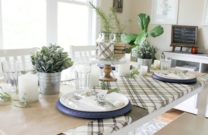 Inexpensive tips for a neutral and natural fall tablescape and thanksgiving table setting