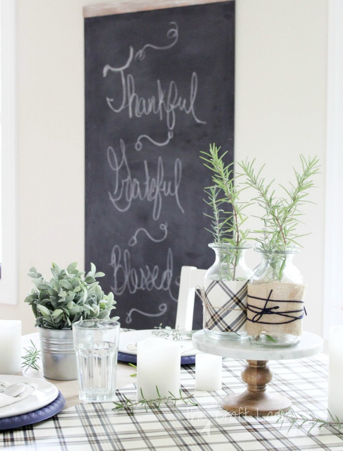 Simple and Inexpensive ways to Decorate a Fall Table for Thanksgiving - A Neutral and Natural Fall Tablsecape