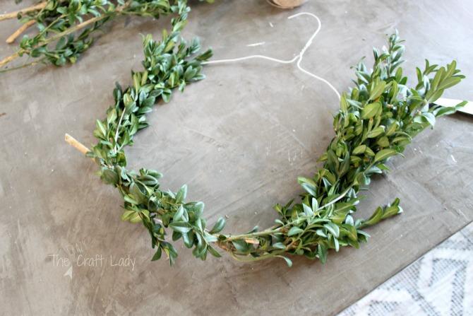 DIY boxwood wreath tutorial