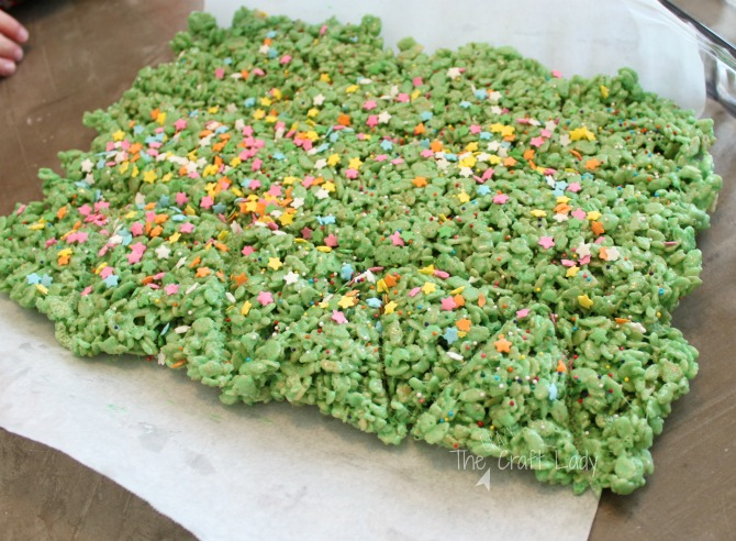 How to cut rice krispie treats into Christmas tree shapes