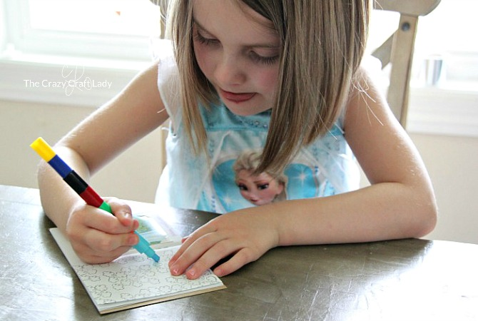 Learn how to make a simple DIY mini memory scrapbook that your children can decorate and customize on their own. Kids will love this creative scrapbooking activity that is perfect for family photos or vacation memories.
