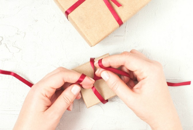 I searched high and low for the most creative gift wrapping tutorials, DIY ideas, and printables for every occasion. There is a giftwrap idea for every style - simple, elegant, or fancy - and even solutions for wrapping even odd-shaped items!