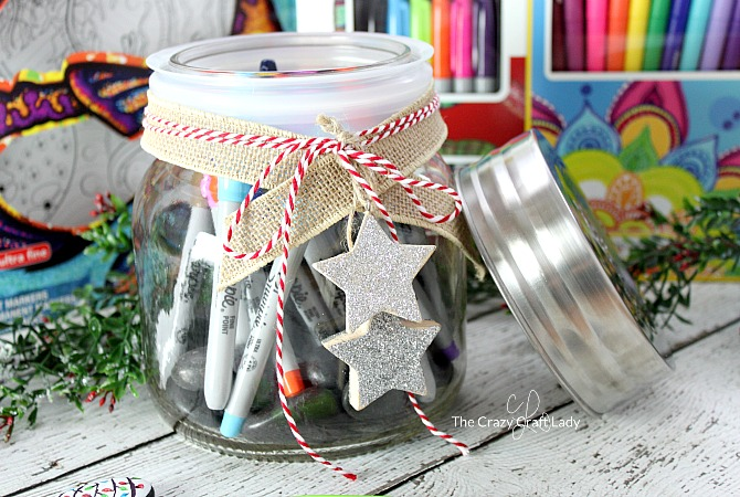 How to make a Rock Painting Kit in a Mason jar. Give this handmade gift for a fun, creative, and crafty gift in a jar idea. Use Sharpie markers to paint and decorate rocks.