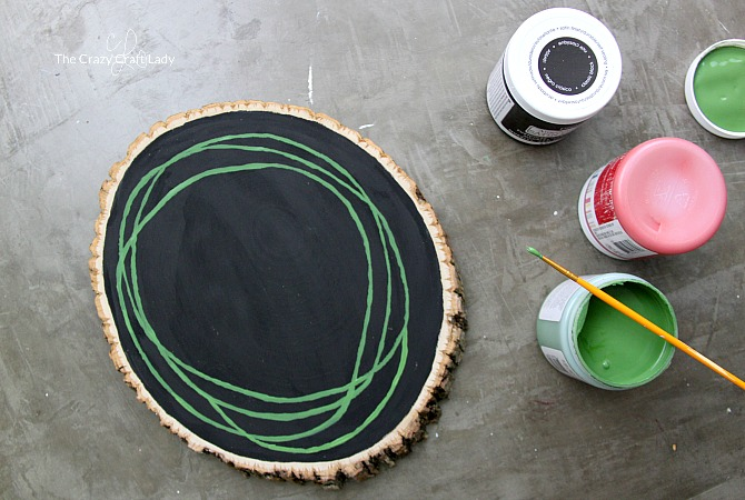 How to make a painted wreath on a wood round surface. Learn how to paint a simple berry wreath with this step-by-step tutorial. A perfect decoration to last all winter long (and not just through the Christmas season).